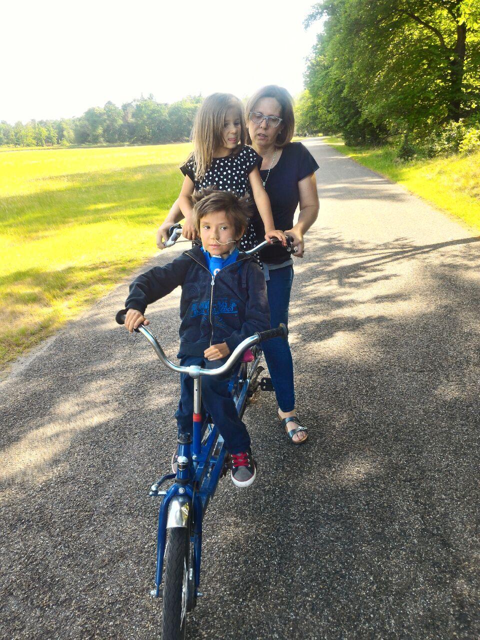 leo maria e mamma in bici